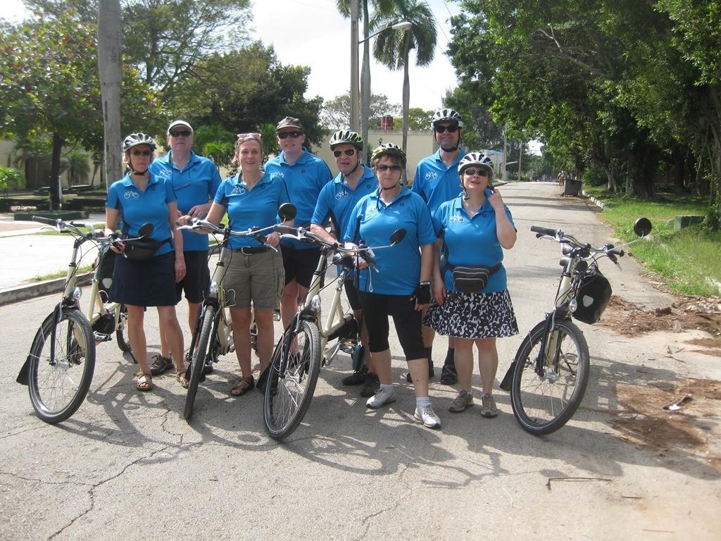 Vier Tandem-Gespanne mit einem ehrgeizigen Ziel: Der Verein Tandem-Hilfen will dasTandemfahren nach Kuba bringen.