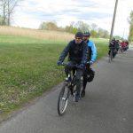 Bei gutem Wetter und mitunter fiesem Wind rollen die Teilnehmer durch den Spreewald