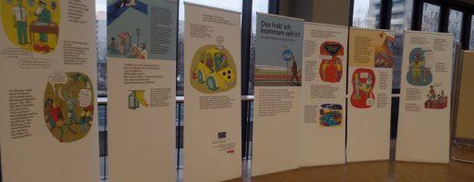 Die Ausstellungstafeln im Berliner Rathaus